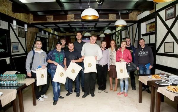 Barmanii din Chişinău au aflat secretul calităţii berii Kozel la halbă