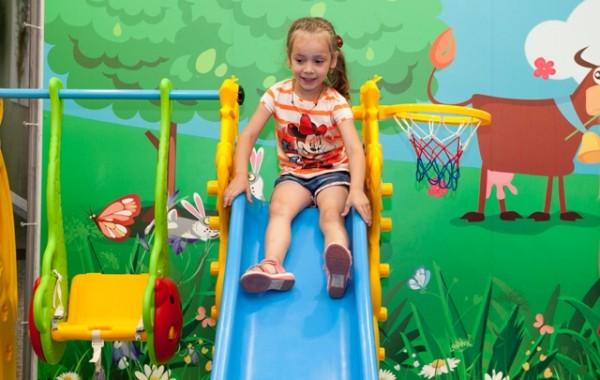 Teren de joacă pentru copii în Aeroportul Internaţional Chişinău!